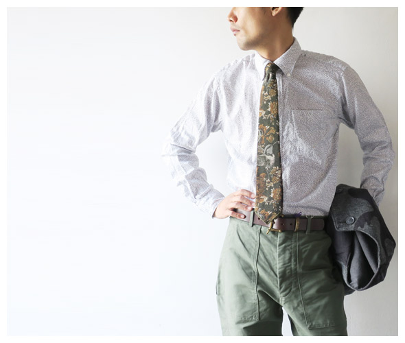 Engineered Garmentsのネクタイのモデル着用画像